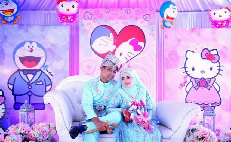 Bila Pasangan Obses Doraemon Dan Hello Kitty Berkahwin